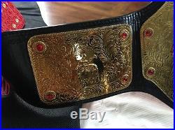 WWE WORLD HEAVYWEIGHT CHAMPIONSHIP ADULT SIZE METAL REPLICA BELT With LOGO CASE